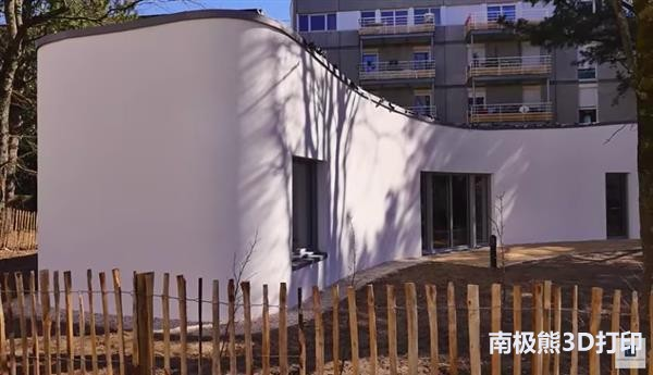 french-family-becomes-first-move-3d-printed-house-2.jpg