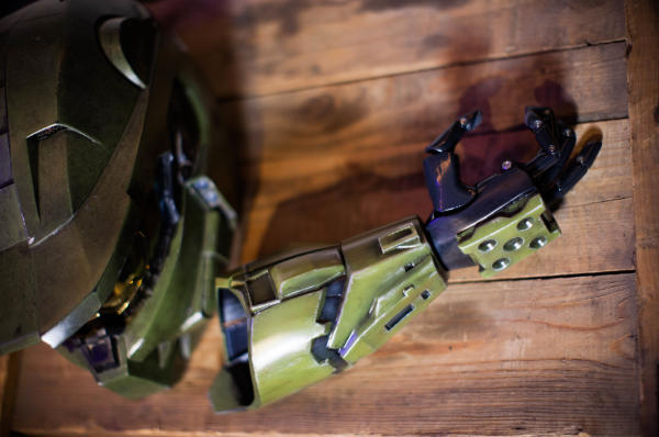 343-industries-and-limbitless-halo-themed-3d-printed-prosthetic-arm-for-kids-1.png
