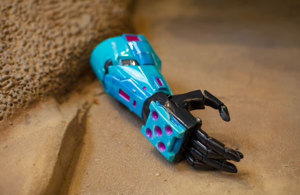 343-industries-and-limbitless-halo-themed-3d-printed-prosthetic-arm-for-kids-3.png