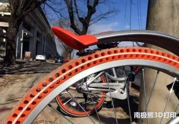 轮胎的结构看起来,和摩拜单车的免充气轮胎很像.